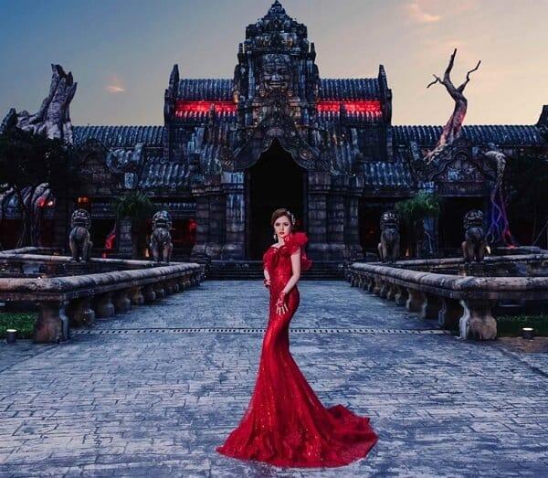 Váy cưới đuôi cá màu đỏ tôn dáng hoá nữ hoàng