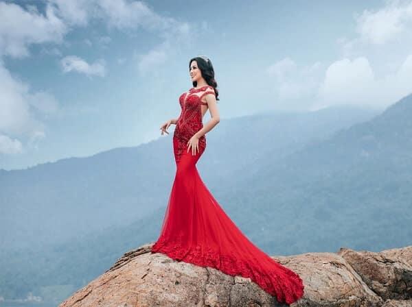 Màu đỏ lên ảnh đẹp miễn chê, là màu sắc được nhiều chị em chọn lựa