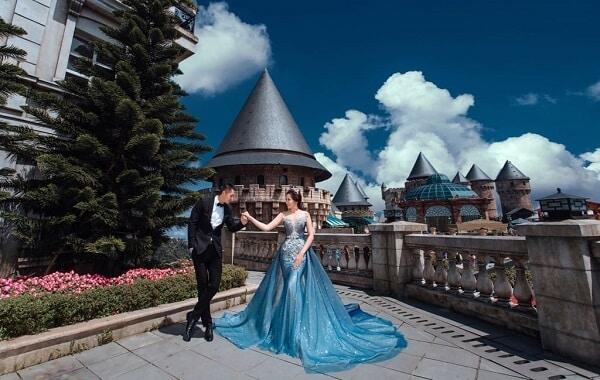 Tôn da chứ chẳng thấy chỗ nào kén với mẫu váy cưới màu xanh