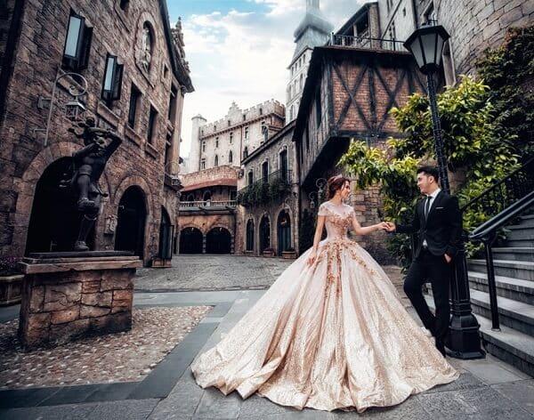 Váy cưới màu vàng đồng - Ảnh 2