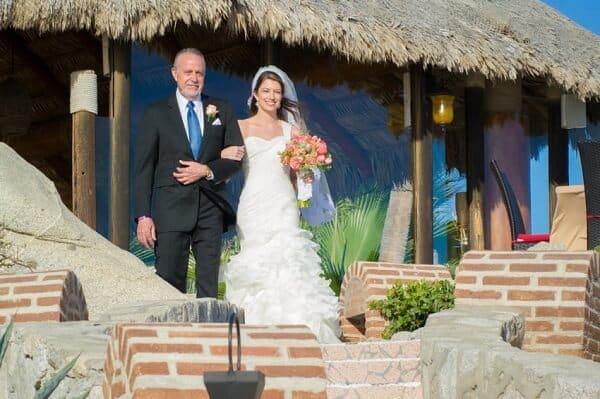 Người đưa cô dâu vào lễ đường trong quan niệm đám cưới phương Tây