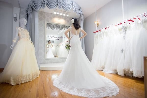 Mẫu váy cưới phù hợp với dáng người đồng hồ cát