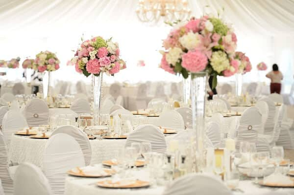 Tìm địa điểm tổ chức và thời gian diễn ra cụ thể cho ngày kỷ niệm đám cưới
