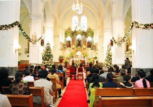 Lễ cưới nhà thờ nên mặc gì?