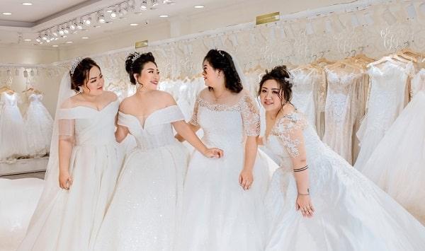 Váy cưới cho cô dâu bầu 7 tháng - Ảnh 1