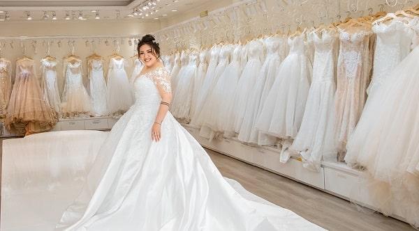Váy cưới cho cô dâu bầu 7 tháng - Ảnh 2