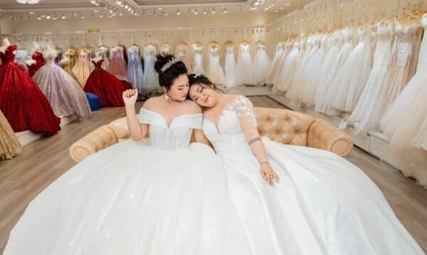 Váy cưới cho cô dâu bầu 7 tháng - Ảnh 5