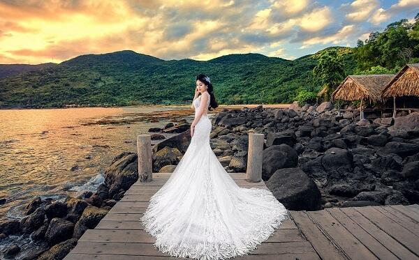 Váy cưới đuôi cá xoè lộng lẫy