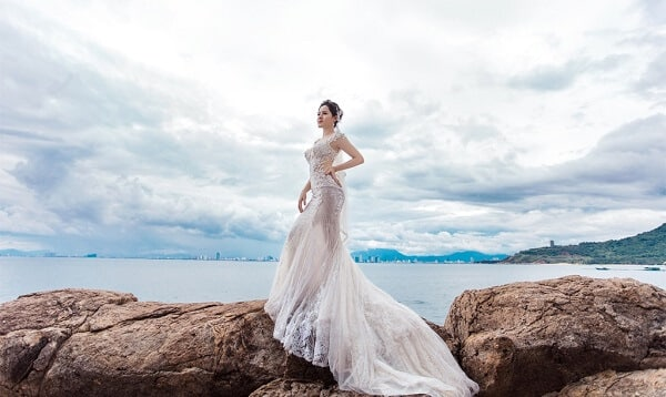 Váy cưới đuôi cá tay ngắn - Ảnh 3